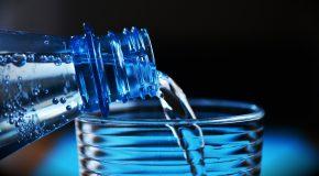 Du plastique dans la bouteille